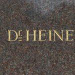 Namenszug im Denkmalssockel