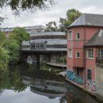 Gleisbrücke mit 'Riverboot'-Bau
