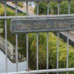 Schild der König-Johann-Brücke