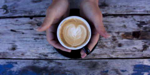 Blick in eine Kaffeetasse