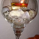 selbstgebastelte Kerze im dekorativen Glas
